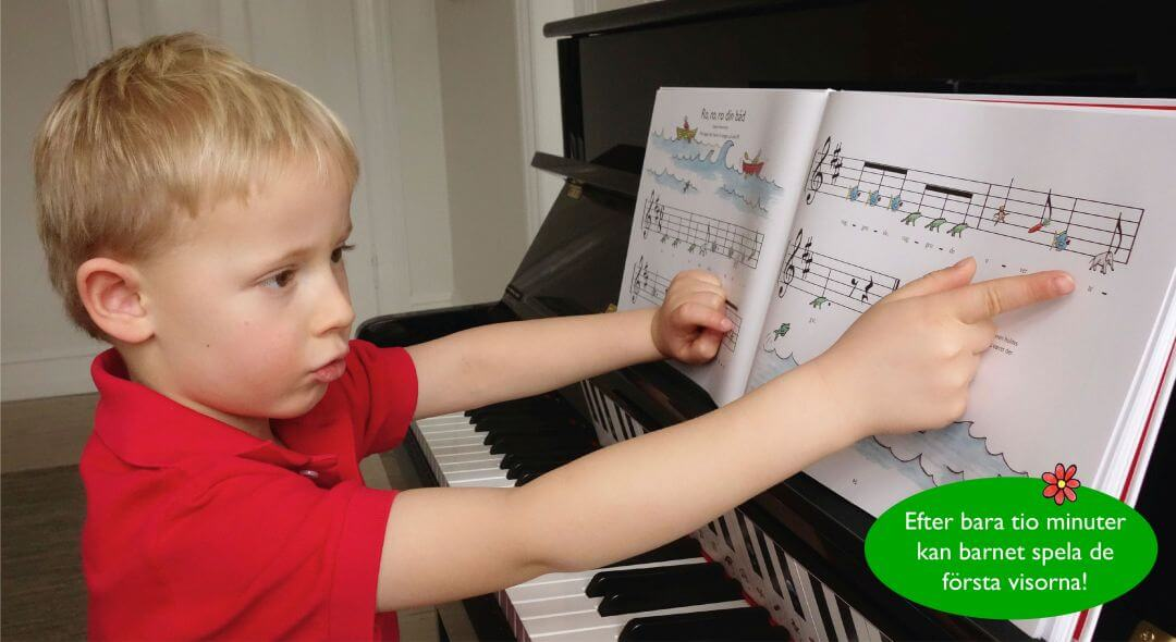 Pojke laer sig spela piano